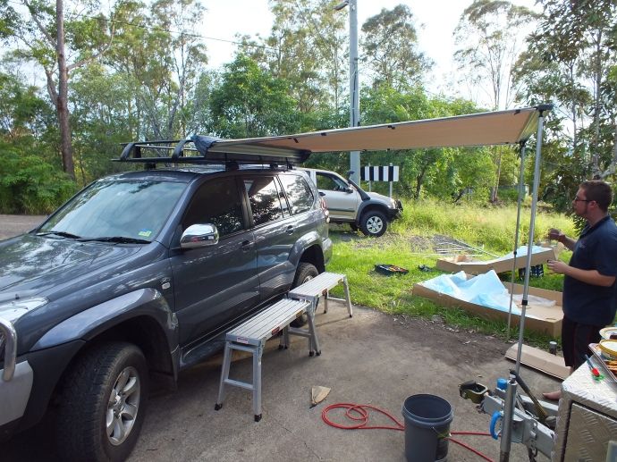 A big thank you to Michael from 'Prado Point' for coming out and helping Matt to install the roof rack and awning!