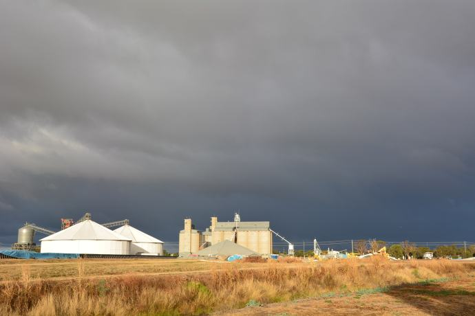 Goondiwindi is grain, sheep and cotton country - huge grain silos everywhere!  And yes we did outrun those dark clouds!